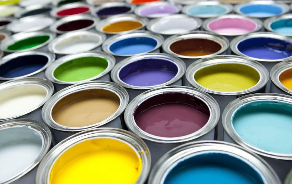 Банки разноцветной краски