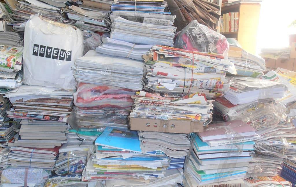 Тюки с книгами и бумагой
