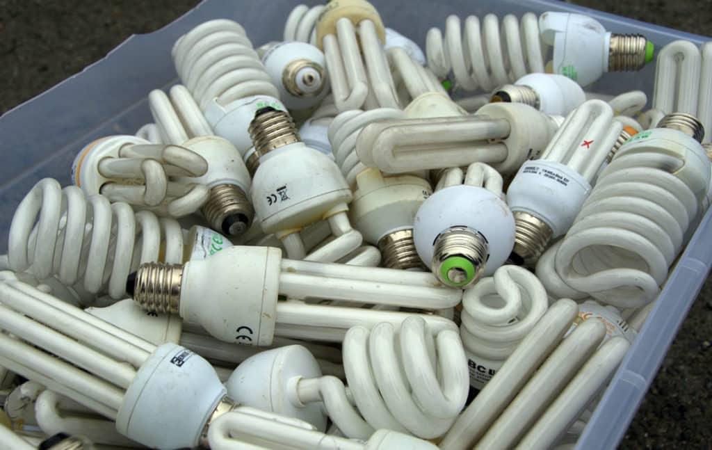 Отработанные ртутные лампы в контейнере