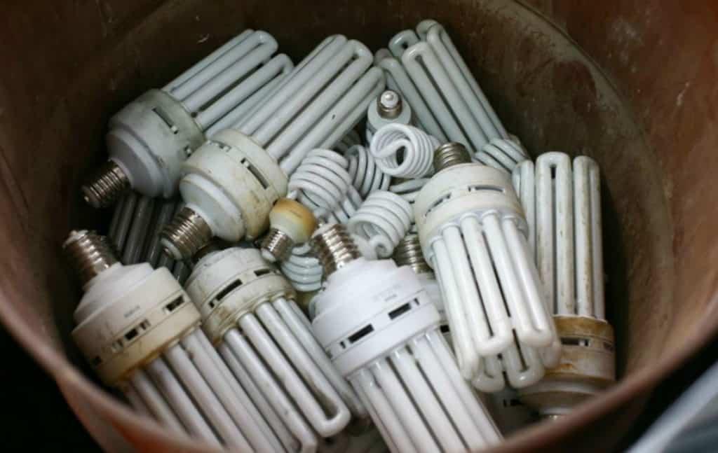 Ртутьсодержащие лампы в контейнере